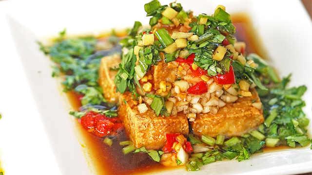外酥里嫩的美味: 家常香酥豆腐