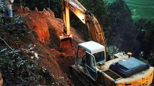 湖南安化突发山体滑坡,致1死1失踪