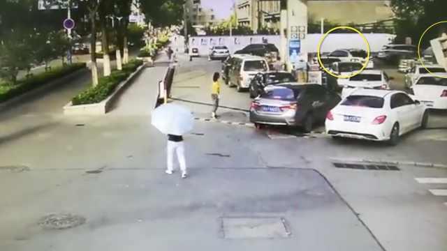 女司机没拔油枪就走,后车逃命被撞