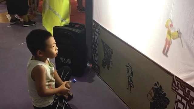 民间艺人展示老玩具:孩子都玩手游