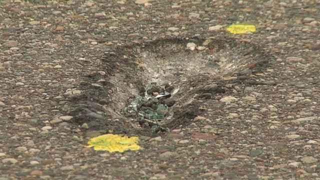 800磅巨石砸向路面,致母女二人死亡