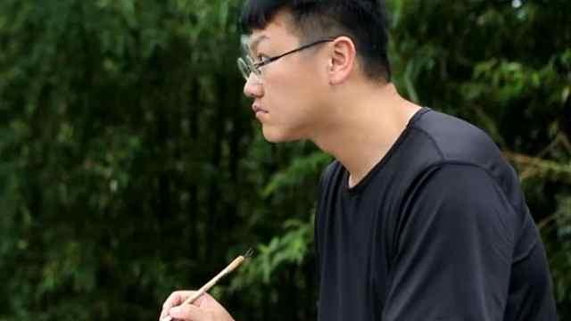 青岛教师连续七年到湘西山村教画画