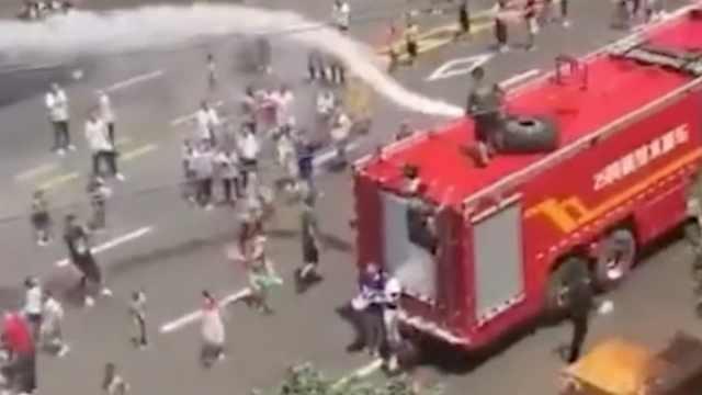 太嗨!贵州水龙节狂欢,消防车来助兴