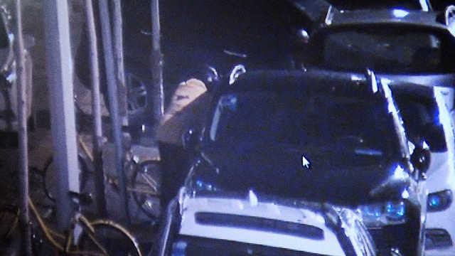 男子凌晨砸车盗茅台,刚得手就被捉