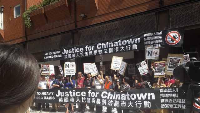 英华人罢市游行抗议移民局粗暴执法