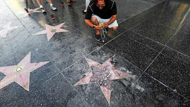 """好莱坞星光大道""""川普之星""""被敲碎"""