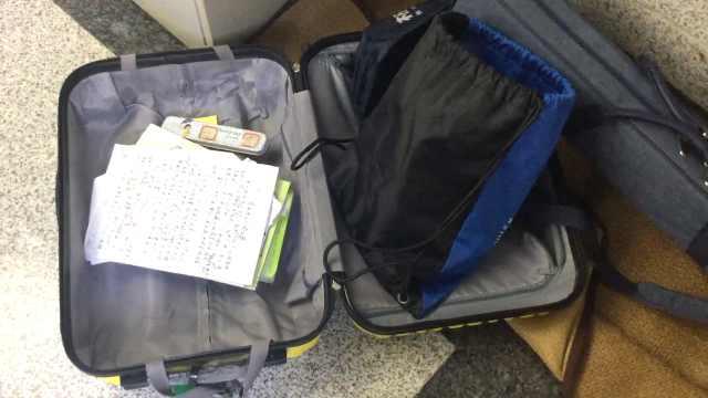 用行李箱装暑假作业,妈妈:孩子太累