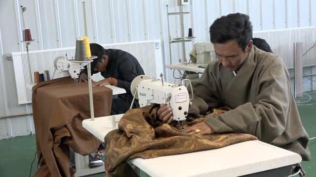 他创业做民族服饰,帮10大学生就业