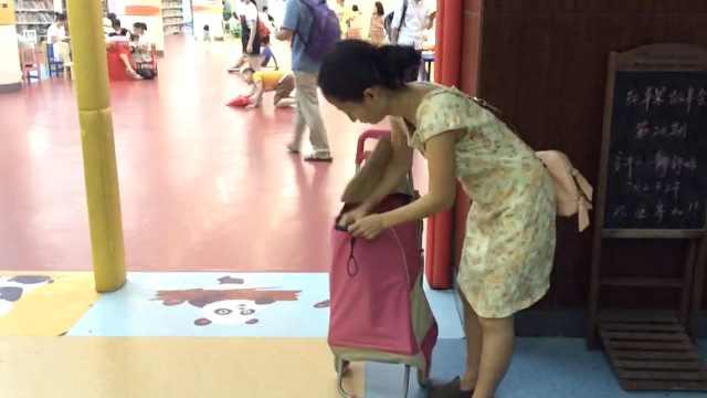 半天读1本,她暑假给孩子借40本书