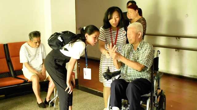小学生探访敬老院:子女要更有担当