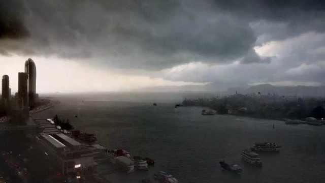 厦门狂风暴雨1秒入夜,海面惊涛骇浪