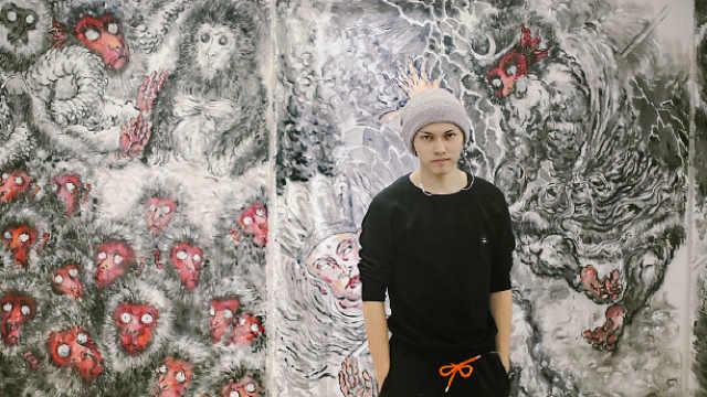 80后艺术家画17米巨龙,藏千件玩具
