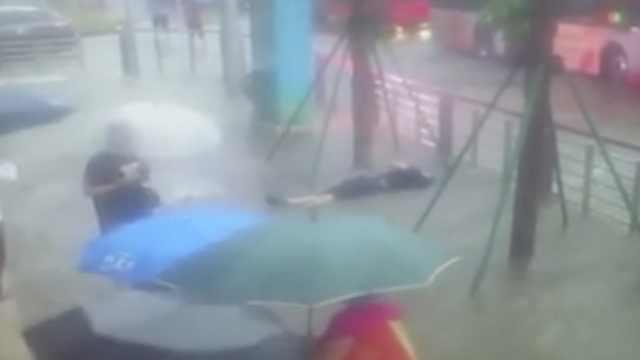 大连暴雨积水,一男子街头触电身亡