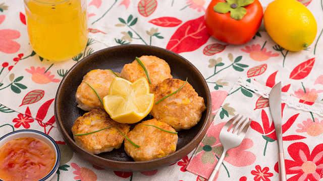 酥脆的香煎玉米虾饼,轻松吃一盘!