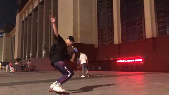 滑板小哥爱刷街:把滑板当女朋友