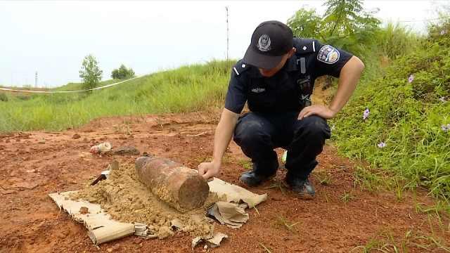 工人挖出榴弹炮,竟想当废品卖掉