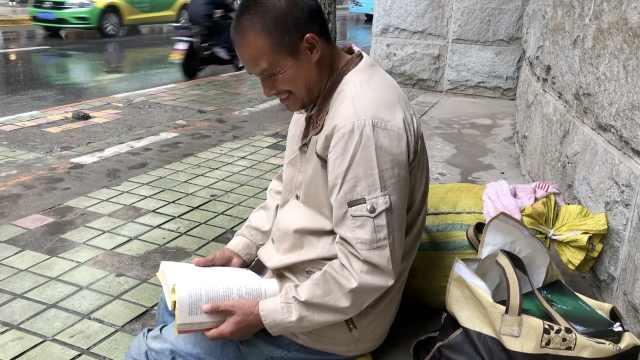 最文艺拾荒男:日挣15却花千元买书