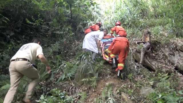 三轮跌入百米山崖,他惊险跳车自救