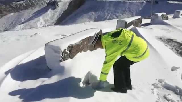 新疆8月下暴雪啦!积雪厚度25厘米