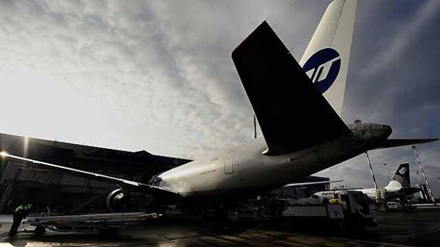 索契机场客机起火,一名地勤死亡