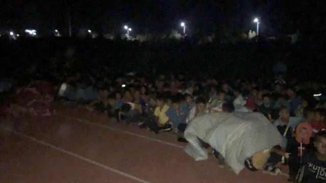 新疆伽师发生5.5级地震,学生躲操场