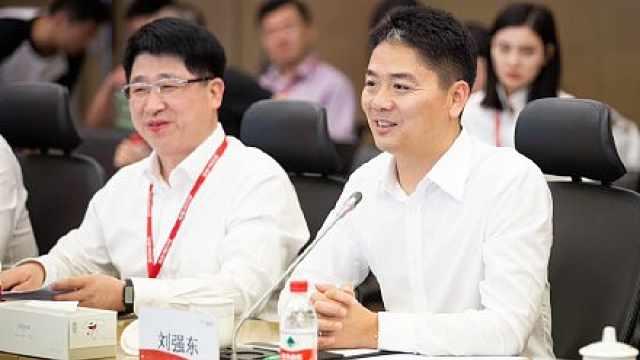 刘强东回国频频亮相:与长沙市签约