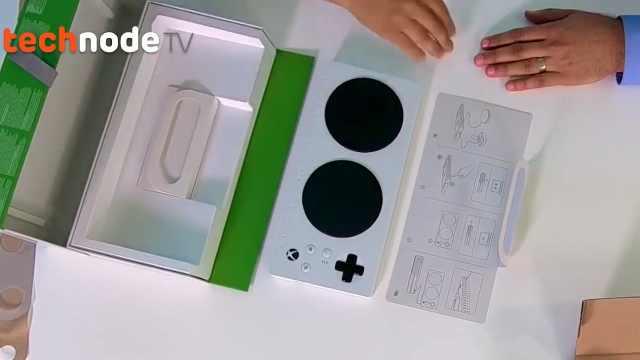微软今天正式推出Xbox自适应手柄