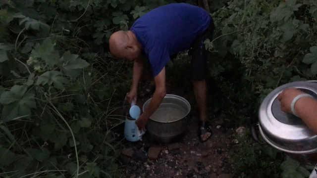 小区供水所表数不符,居民停水10天
