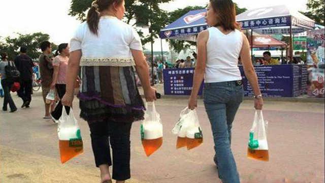 青岛人为什么买啤酒用塑料袋装?