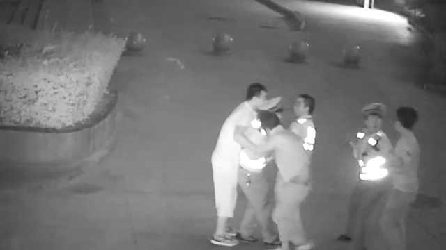 男子醉驾被查,2酒友竟强行