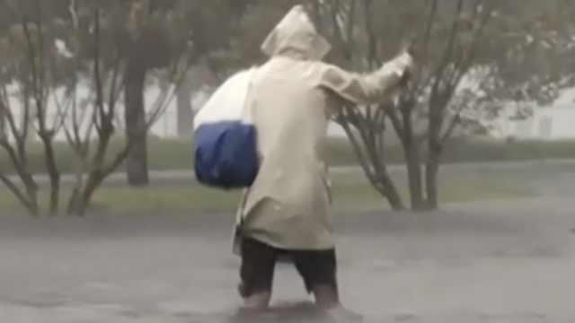 一级飓风登陆美国东部,3万人停电