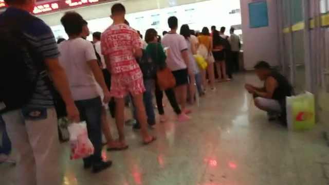 广东高铁因台风停运,黑车趁机揽客