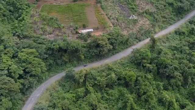 """玻利维亚有条世界最危险的""""公路"""""""