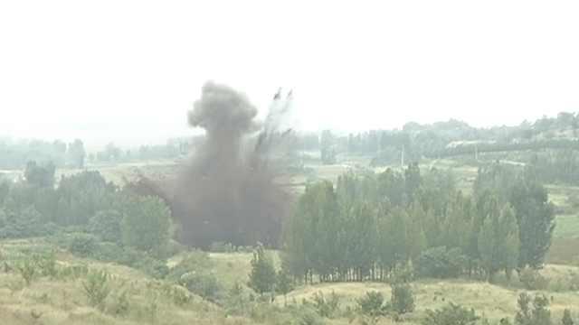 非法爆炸物被销毁,山涧腾起蘑菇云