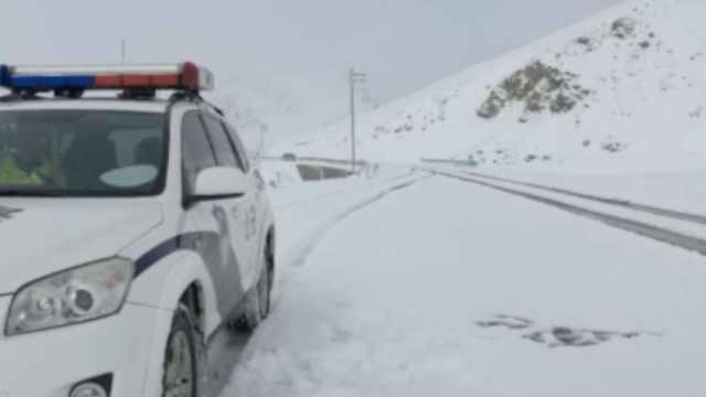 新疆多地再迎暴雪,积雪20cm路结冰