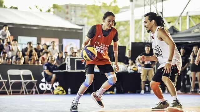 篮球赛唯一女队员:男友也要会打球