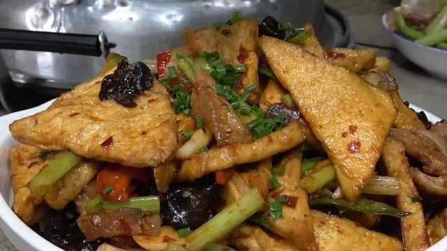 王四家今天吃豆腐,好吃又下饭