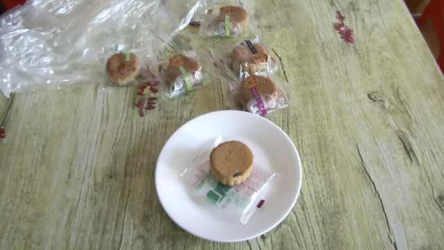 月饼里发现老鼠屎,超市不认:没凭证