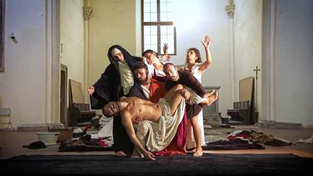 一秒入画:肢体神还原卡拉瓦乔名画