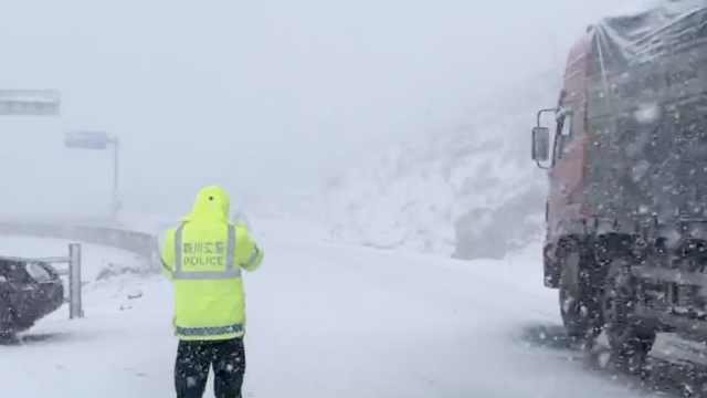 注意!折多山大雪,道路结冰交通管制