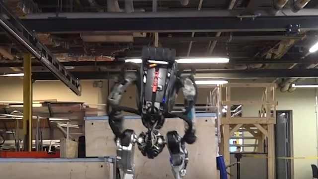 这个机器人学会了单腿跳台阶,厉害