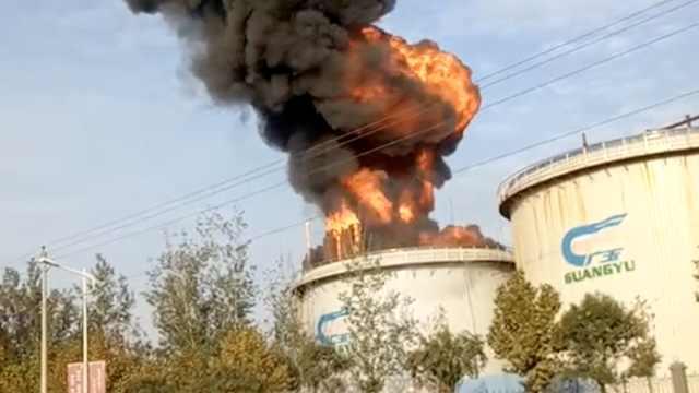 河北广宗一淀粉厂突起火,浓烟滚滚
