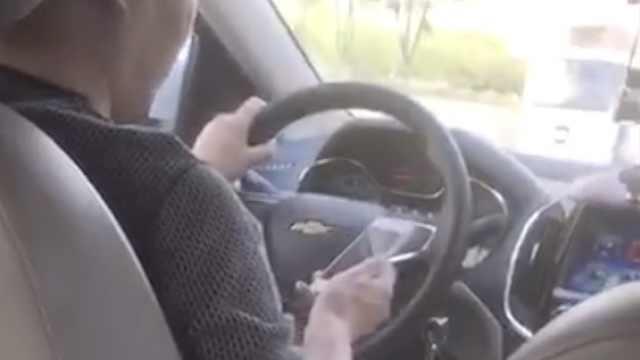 司机开车时玩狼人杀,滴滴:赔10元劵