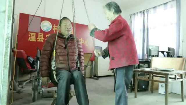 89岁大娘照顾2瘫儿38年:照顾不动了