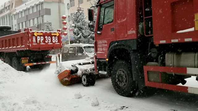 街道一夜积雪5cm,工程车变清雪神器