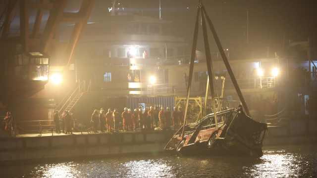85小时!重庆万州坠江公交打捞出水