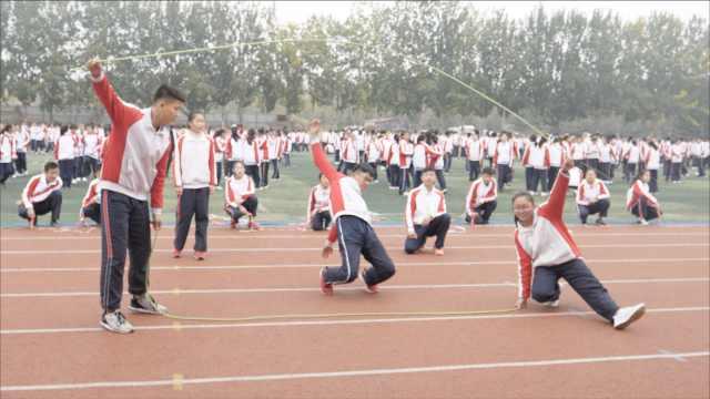 两千人课间跳绳,老师:胜过跑800米