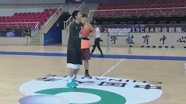 青岛国信双星男篮迎新赛季揭幕战