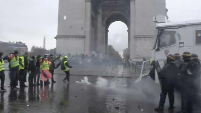 法国抗议再升级,凯旋门成战场