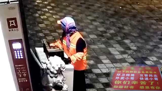 他设冰柜免费送水,被大妈凌晨搬光